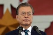 문재인대통령, 국정지지도 44.4%..'국론분열' 우려에 2.9%p 하락